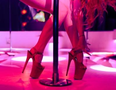 23-летняя москвичка устроила новогоднюю вечеринку для друзей в стриптиз-клубе и осталась одна