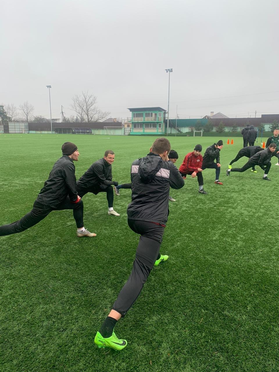 ФК «Машук – КМВ» тренируется в двухразовом режиме в Крымске
