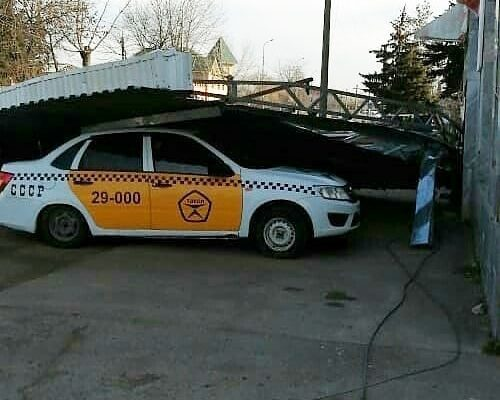 Ураган бушует на территории Ставрополья, есть проблемы с транспортом и электроснабжением