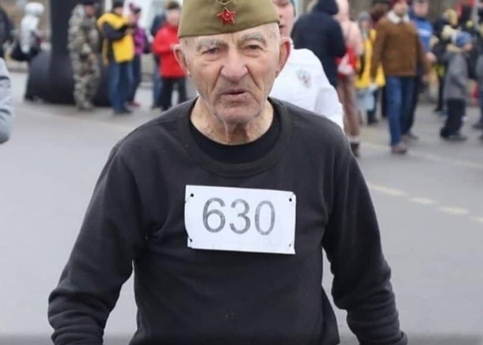 90-летний бегун из Ессентуков принял участие в марафоне в Волгограде