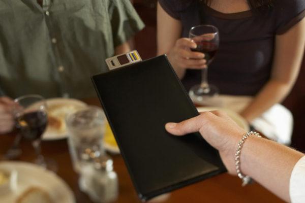 Посетитель избил администратора пятигорского кафе из-за нежелания оплачивать счет