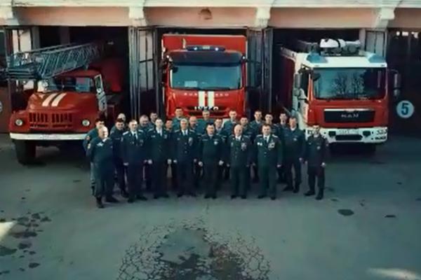 Пожарные оригинально поздравили представительниц прекрасного пола регион КМВ