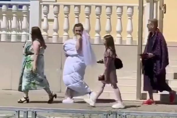 Невинномысские молодожены в день свадьбы облачились в одеяла