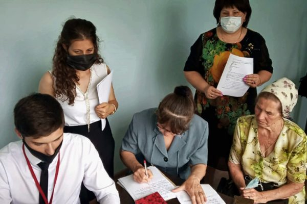 Сотрудники МФЦ помогают пострадавшим от непогоды жителям Ставрополья