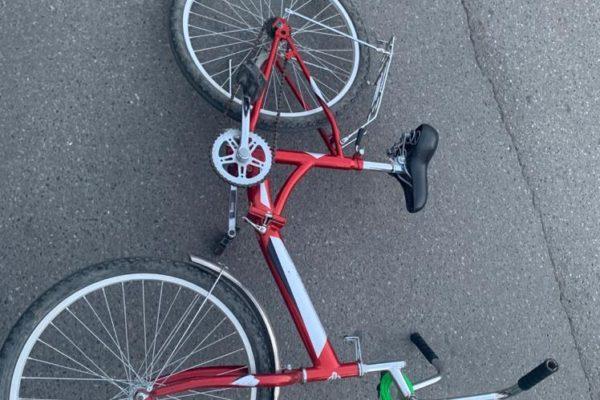 Велосипедиста сбила иномарка во дворе многоэтажного дома в Пятигорске