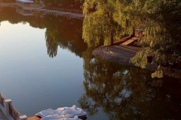 Железноводское озеро очистят от разноцветных водорослей