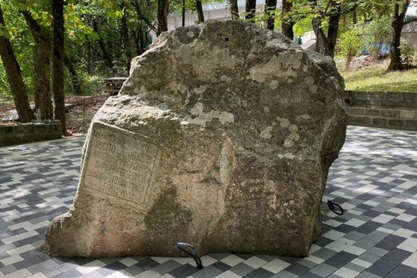 27-тонный камень, упавший с горы в Железноводске, будет светиться
