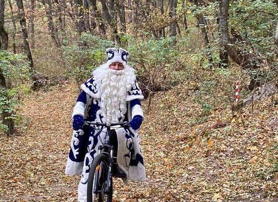Кавминводский Дед Мороз пересел на велосипед