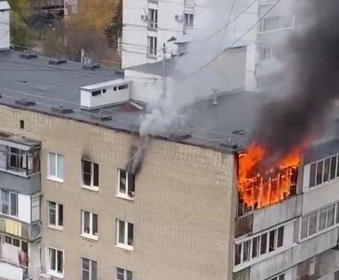 На юго-западе Москвы загорелась квартира в девятиэтажке